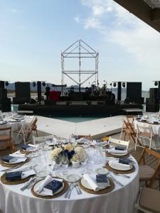 Vistas al escenario principal con logosímbolo de Quimialmel